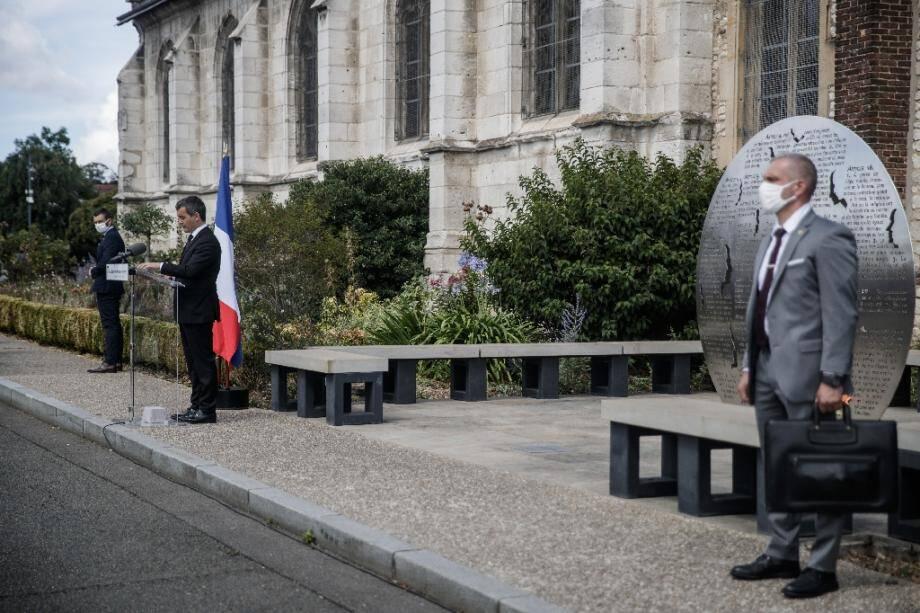 Le ministre de l'Intérieur Gérald Darmanin prononce un discours d'hommage au père Hamel, assassiné il y a quatre ans à Saint-Étienne-du-Rouvray, le 26 juillet 2020