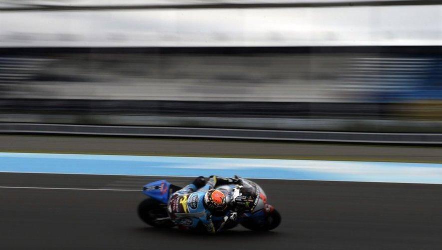 Illustration: pilote de moto sur un circuit.