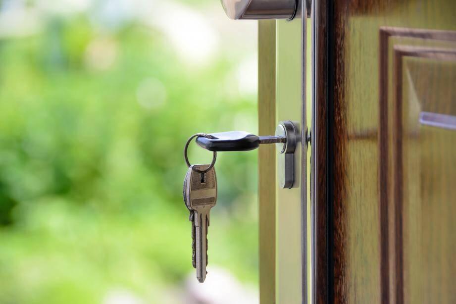 Le prêt relais vous permet d'acheter un bien immobilier, dans l'attente de la revente de votre bien actuel.