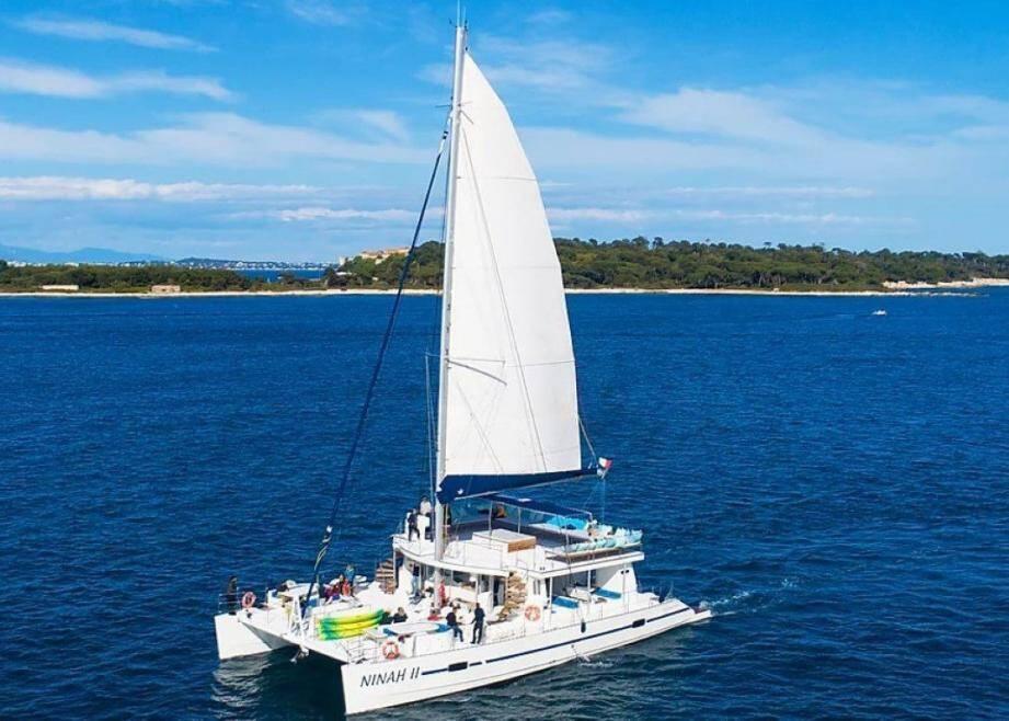 C'est à bord du maxi-catamaran Ninah II que les huits sessions de la manifestation devaient se tenir en août.