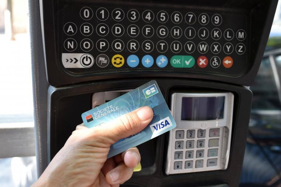 Depuis une dizaine de jours, plusieurs cas d'arnaques à la carte bancaire sur des horodateurs ont été signalés à Draguignan. Un phénomène connu des forces de l'ordre.