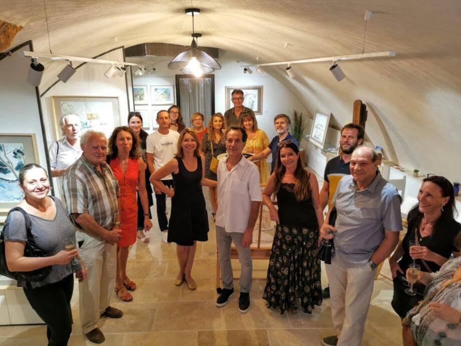 Ariane Rolland en compagnie du maire Fabien Brieugne et une partie de l'assemblée.