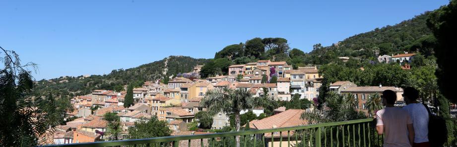 Vue sur le village de Bomes-les-Mimosas.