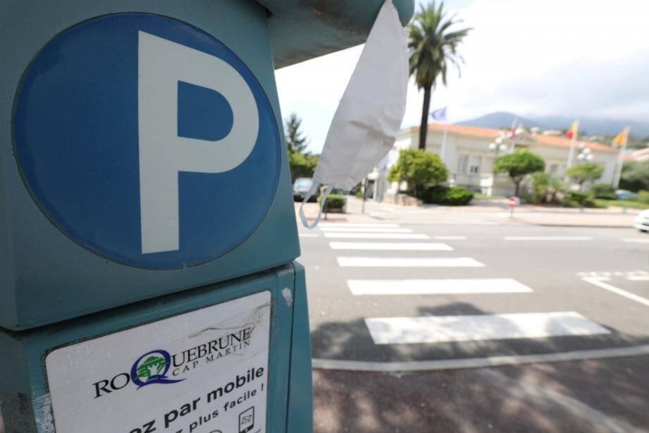 La gratuité du stationnement, mise en place jusqu'au 15 juillet, a engendré une perte de recettes de 175000 €.