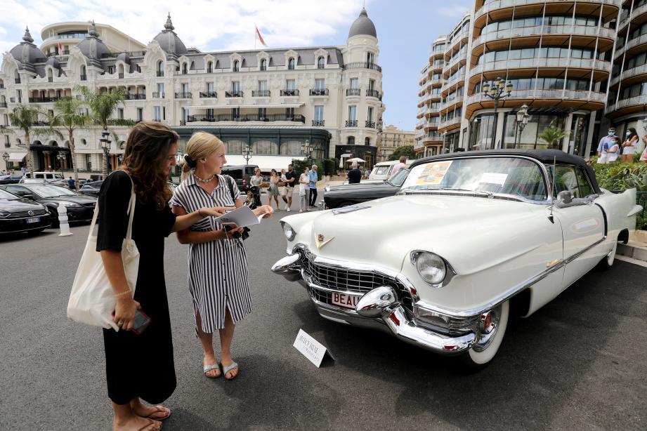 Que diriez-vous d'une Cadillac Eldorado cabriolet de 1955 mesdames? Mise à prix: 70.000 - 90.000 euros.