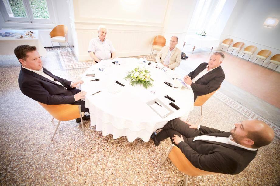 Rencontre au sommet hier après-midi à la mairie d'honneur Les Asphodèles où les cinq maires de l'Est-Var ont eu tout le loisir d'évoquer les futurs dossiers de la Cavem.