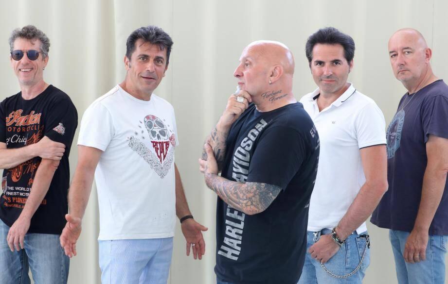 A Cavalaire avec (de gauche à droite) Keuss (contrebasse), Bébert (chant), Chelmi (batterie), Marty (guitare) et Didier Collet (piano).