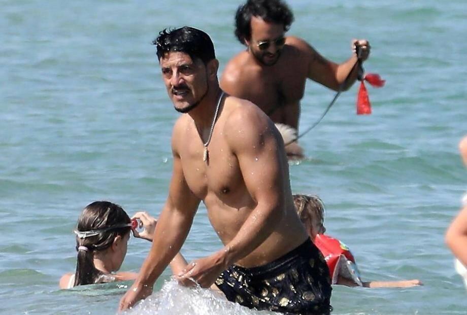 L'acteur Saïd Taghmaoui s'éclate sur la plage de Pampelonne.