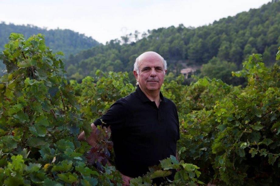 Le président du Conseil interprofessionnel des vins de Provence, Jean-Jacques Bréban, au milieu du vignoble varois.