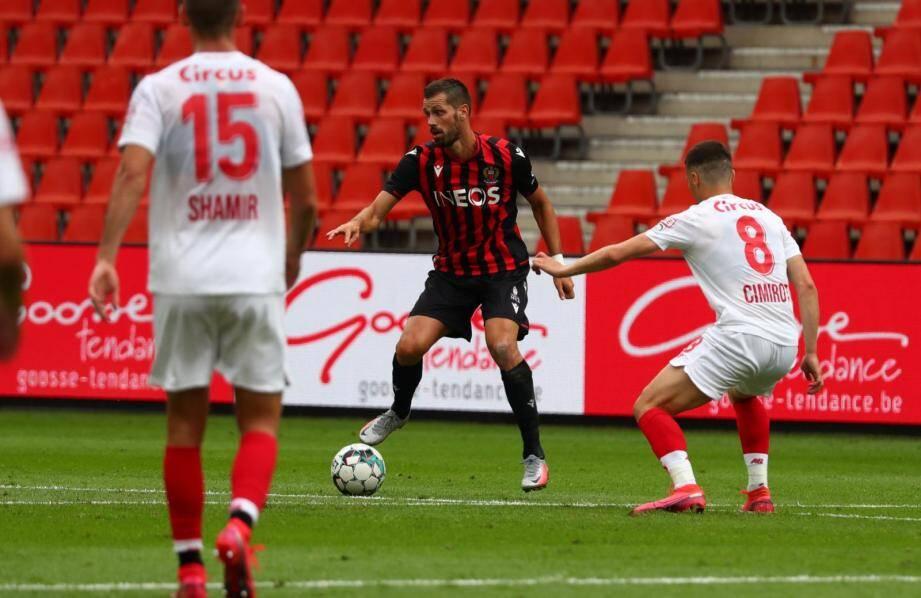 Schneiderlin a fait ses débuts sous le maillot niçois et a joué 45 minutes.