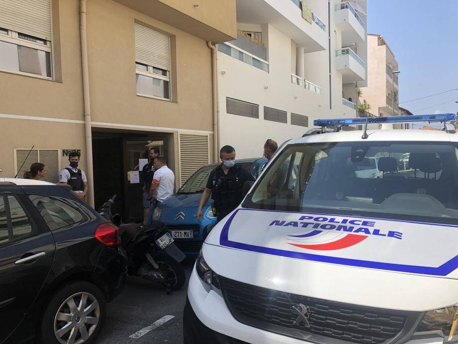 Un homme a mortellement frappé au cœur et au bras une jeune maman de 28 ans dans un appartement d'un immeuble situé à La Bocca.