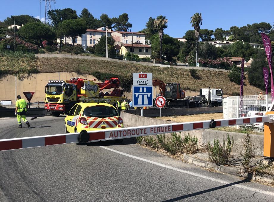 L'accident s'est déroulé en direction de l'Italie, dans la bretelle d'entrée de l'échangeur 42 Mougins.