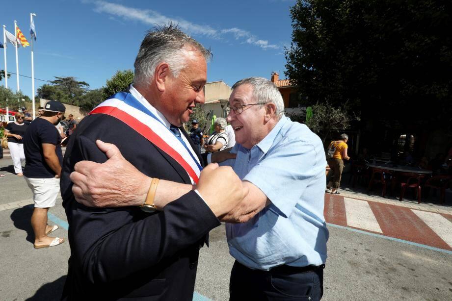 Depuis ce matin, Jean Cayron a officiellement pris la succession de Jean-Paul Ollivier à la tête de la maire de Roquebrune-su-Argens.