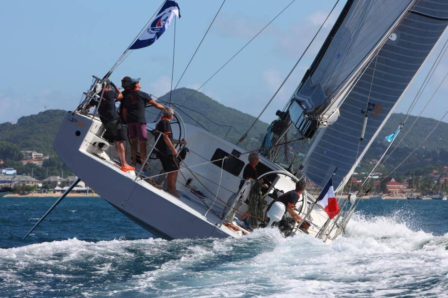 Jean-Pierre Dick et son équipage sur JP54.