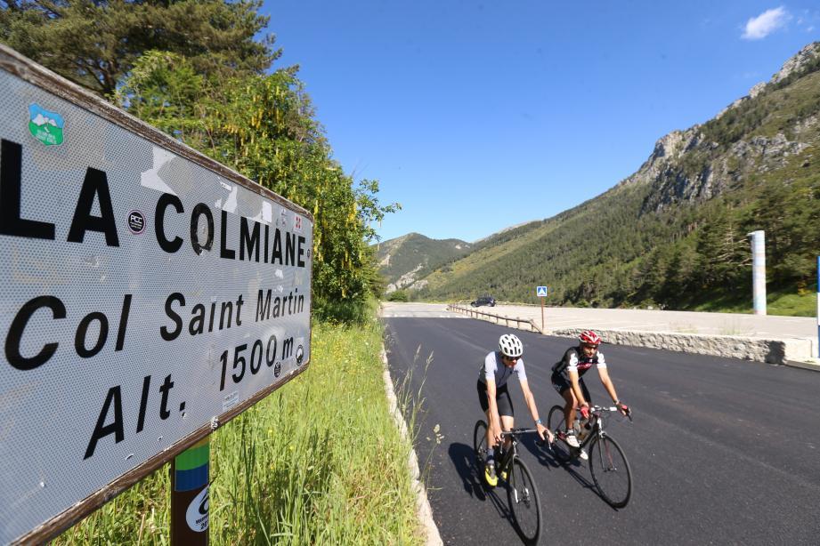 Les coureurs devaient monter au col Saint-Martin à La Colmiane.