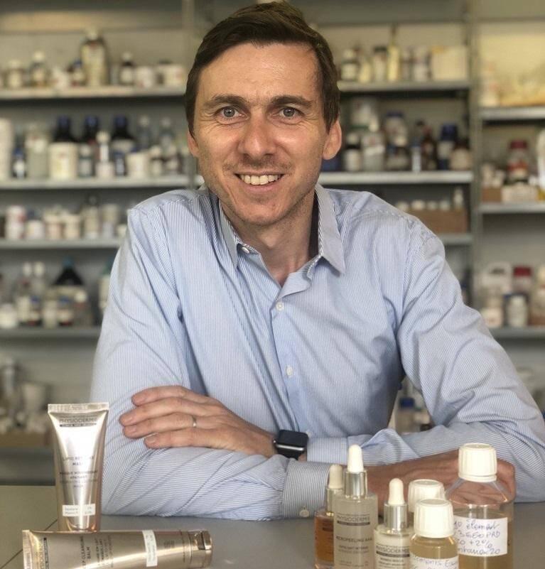 Le jeune dirigeant azuréen mise sur sa nouvelle gamme de cosmétiques certifiés bio pour rajeunir le laboratoire.