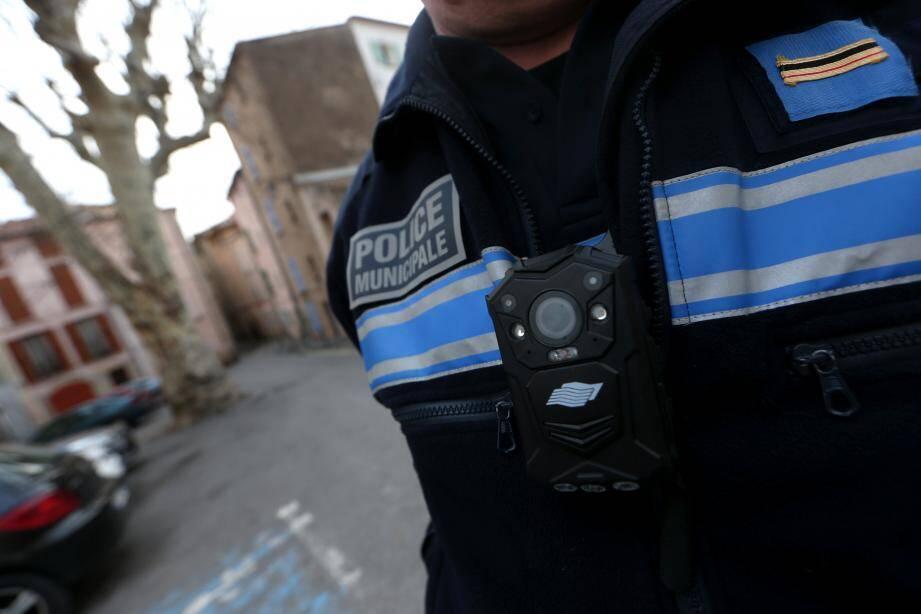 Une caméra piéton portée par un policier municipal à Draguignan.