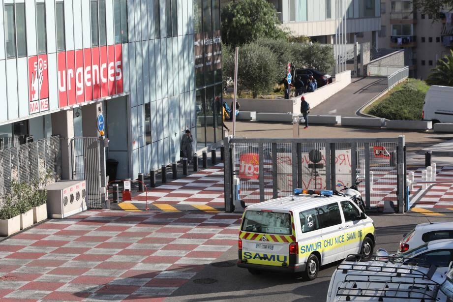 L'homme a été évacué vers l'hôpital Pasteur de Nice.