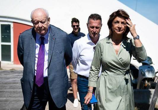 La candidate à la mairie de Marseille se retire de la course à deux jours du scrutin.
