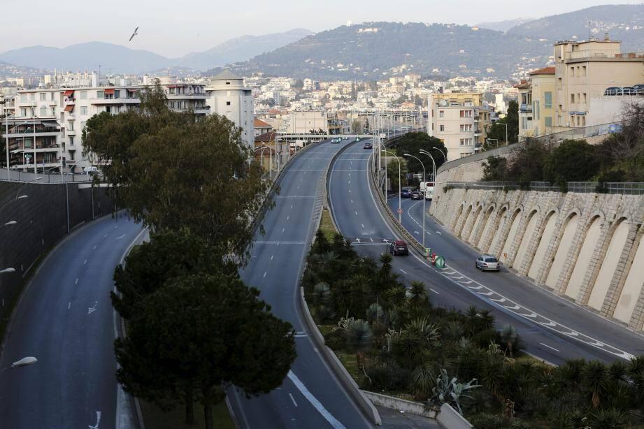 Faible circulation sur la voie Mathis pendant le confinement à Nice.