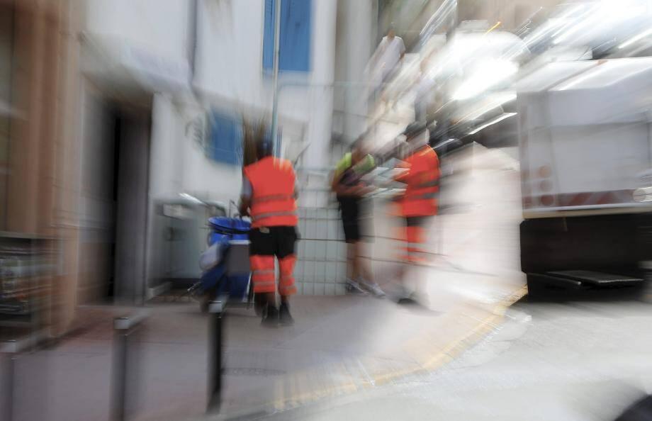 Le service de la propreté urbaine de la ville de Cannes est divisé depuis un incident entre un agent et un responsable.