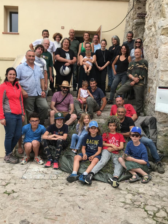 Comme chaque année, les bénévoles se sont retrouvés au col de Verroux pour cueillir la lavande qui sera distillée dimanche.