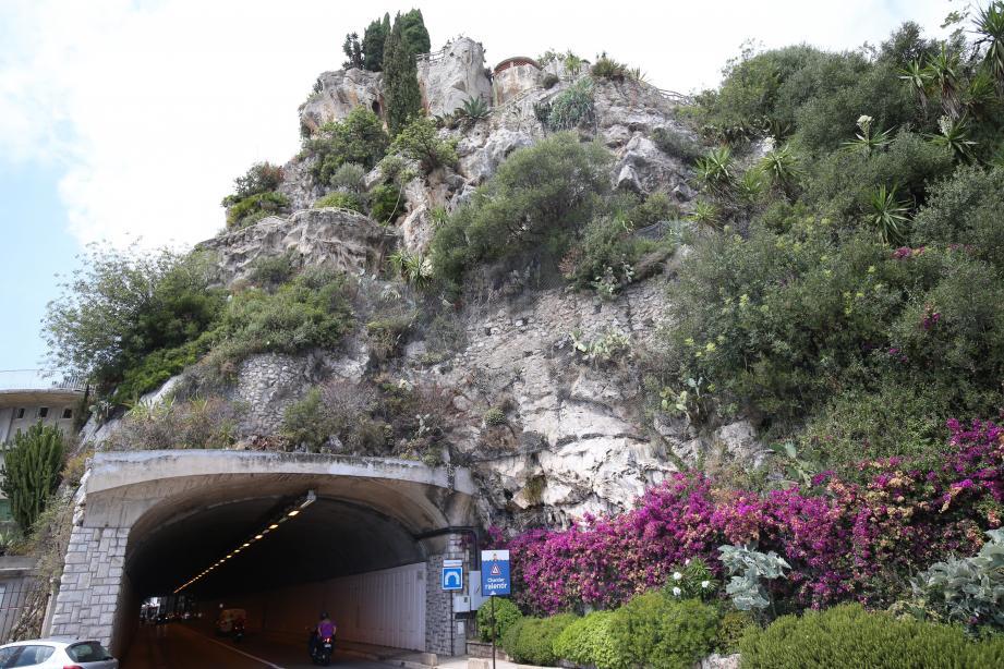 Risque d'effondrement d'un rocher près du tunnel menant au centre hospitalier de Monaco