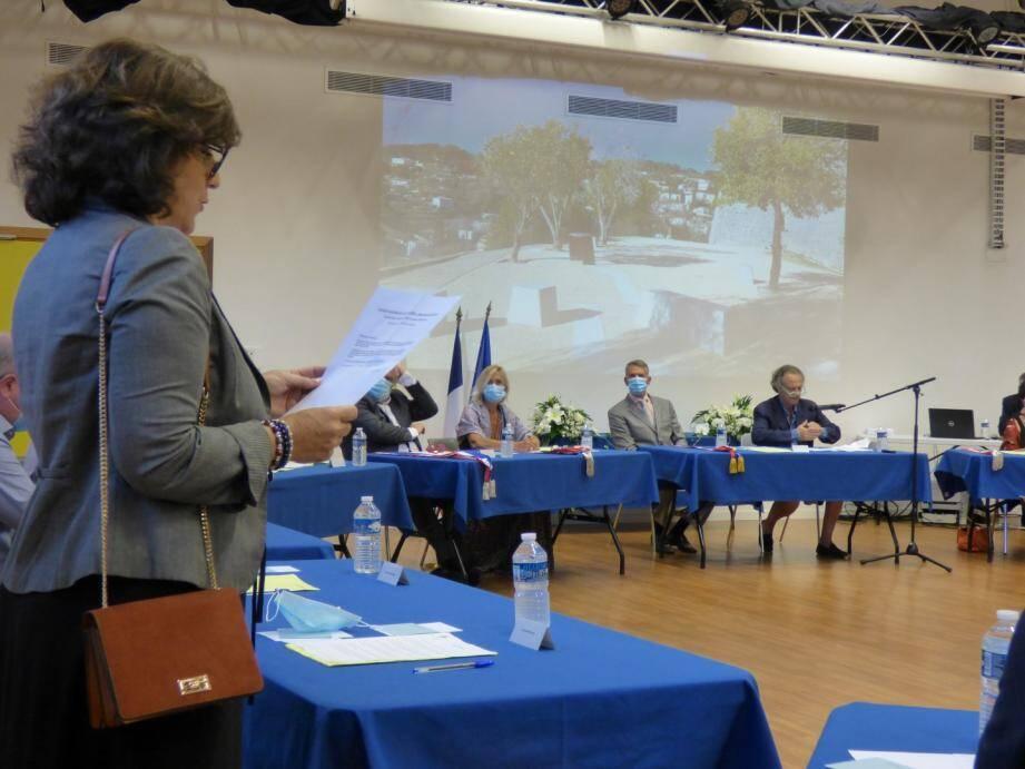 Avant même que le conseil municipal ne désigne officiellement le maire,  Corinne Paolini a annoncé à Jean-Pierre Camilla que sa liste ne reconnaissait pas sonlléection et qu'elle avait déposé un recours devant le tribunal.