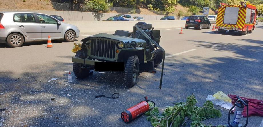 Deux véhicules, dont une Jeep, sont impliqués dans l'accident.