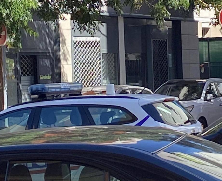 La police en intervention à l'Ariane, samedi matin, après la découverte d'un cadavre rue Madeleine-Faraut.