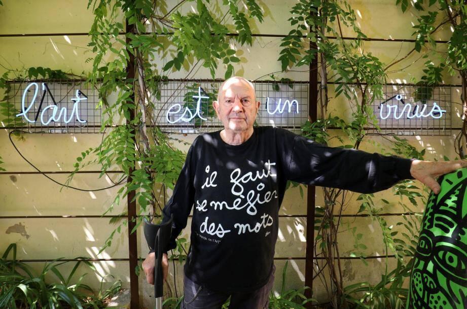 L'artiste Ben fête ses 85 ans à Saint-Tropez.