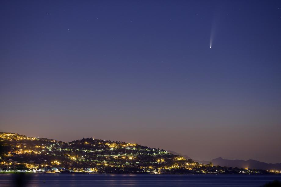 La comète glacée devrait être visible en France pendant tout ce mois de juillet.