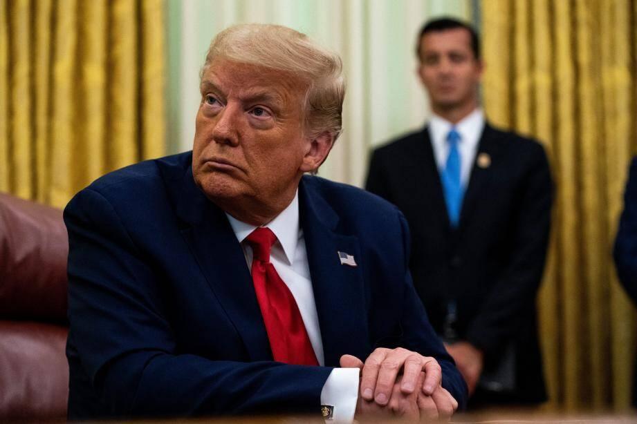 Donald Trump est critiqué de toutes parts pour ses atermoiements face à la crise sanitaire aux Etat-Unis.
