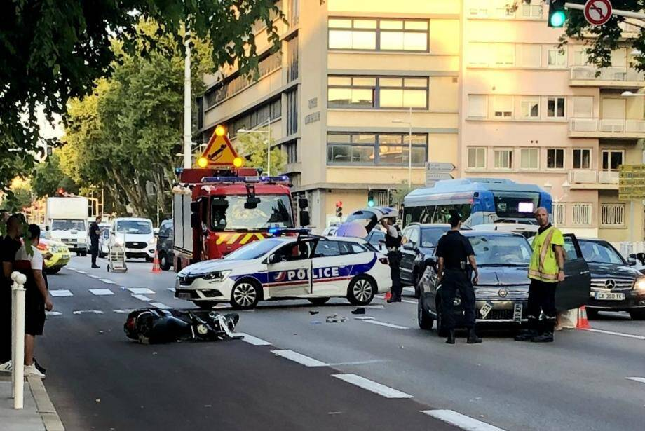 L'accident s'est produit l'une des artères principales de la ville-préfecture.