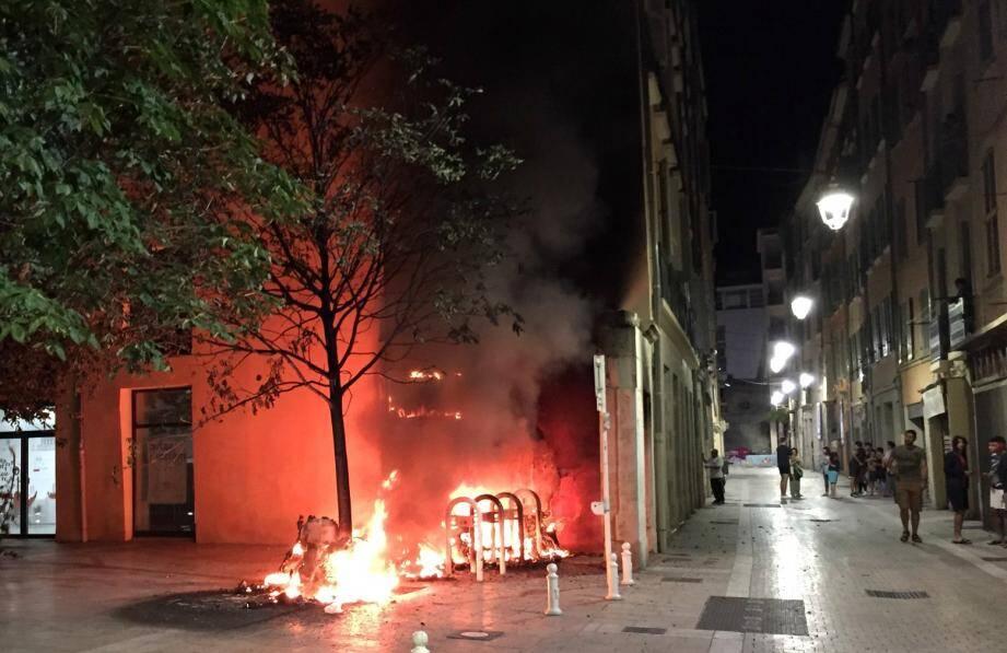 L'incendie a éclaté à proximité des locaux du Port des Créateurs, à Toulon.