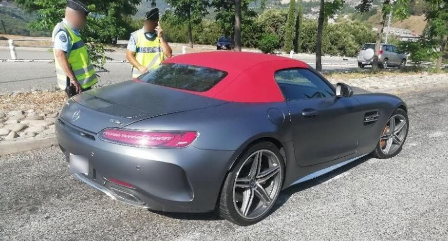 Lamborghini, Porsche, Mercedes figurent parmi les véhicules saisis.
