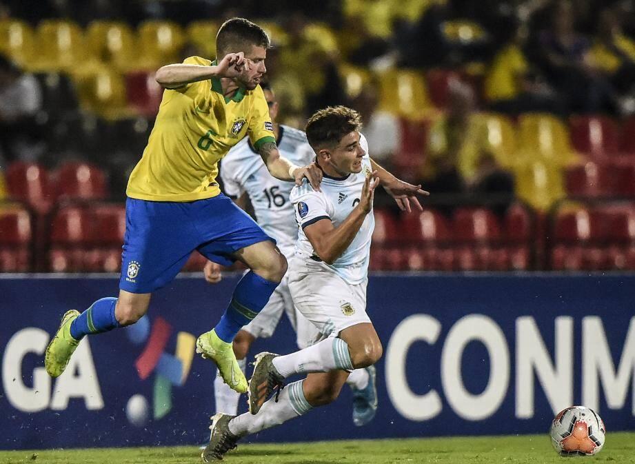 Caio Henrique avec le maillot de la sélection du Brésil.