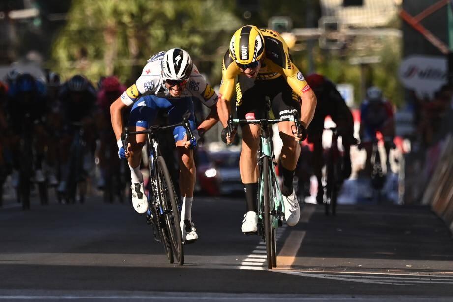 Van Aert s'est imposé d'une roue devant le Français Julian Alaphilippe à l'arrivée des 305 kilomètres de la plus longue des classiques.