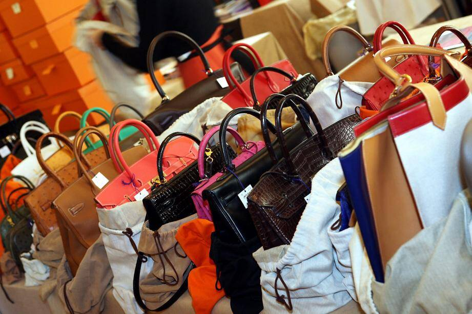 Parmi les vingt-six sacs de luxe qui étaient entreposés chez Christie's Monaco, avenue des Citronniers, trois ont disparu et deux autres ont été échangés par de vulgaires copies.