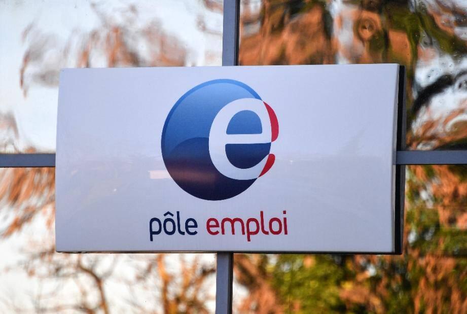 """Le taux de chômage en France a diminué de 0,7 point au deuxième trimestre, à 7,1%, une """"baisse en trompe-l'oeil"""" comme au premier trimestre"""