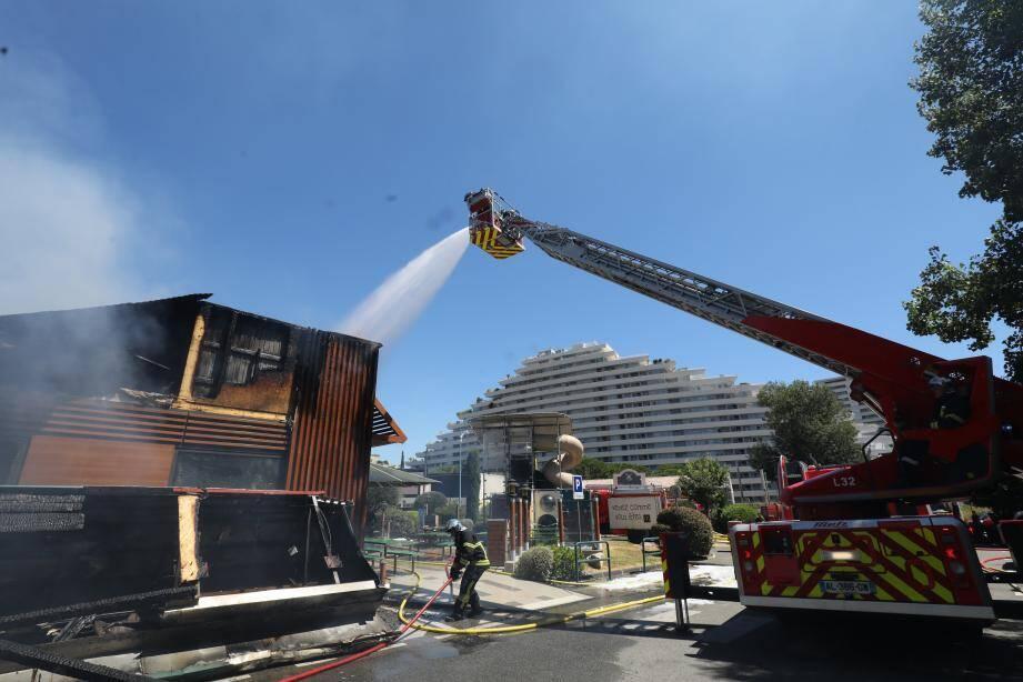 Le feu a ravagé le restaurant.