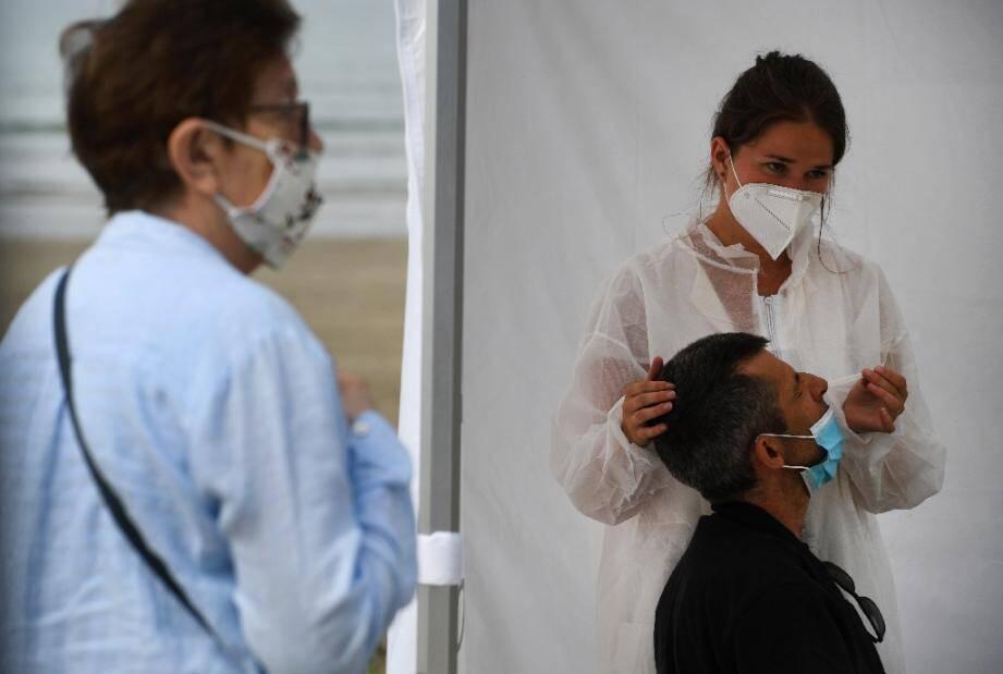 Test sur le coronavirus à Saint Nic (Finistère), le 12 août 2020