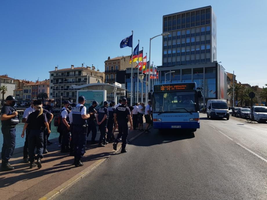 Les agents du réseau Mistral et les policiers ont procédé à des contrôles pour vérifier les titres de transport et le port du masque.