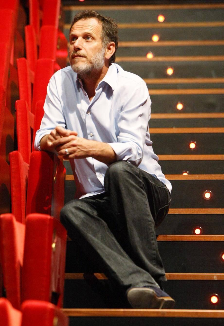 Auteur, metteur en scène, comédien, Charles Berling fera cette fois-ci la lecture dans le cadre du Festival des mots.
