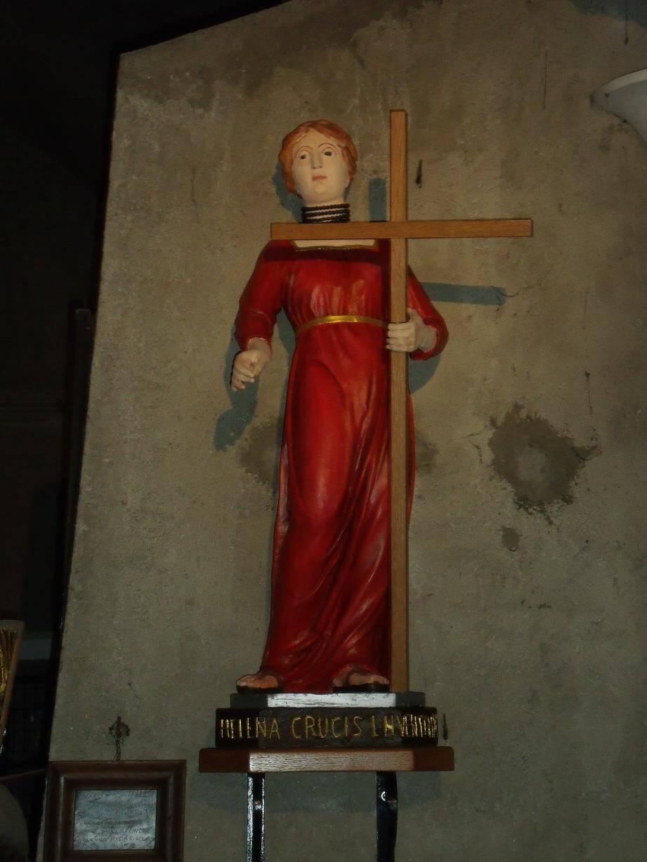 Sainte-Hélène, telle qu'elle était après la première réfection de la statue. Après sa restauration elle sera vêtue de bleu.