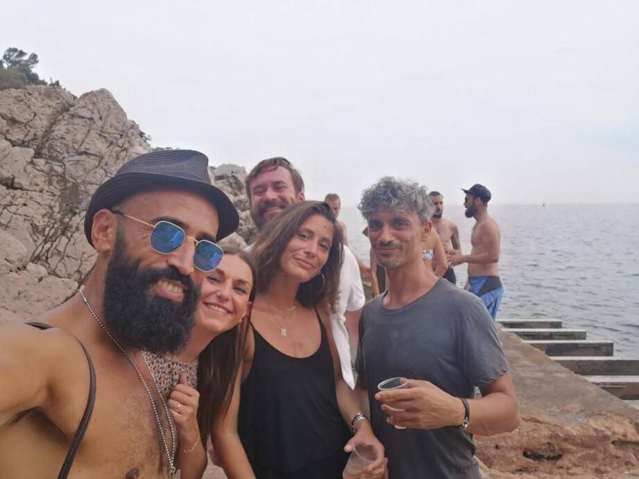 Alladine (à l'extrême gauche), un organisateur azuréen : « Les gens qui kiffent ces événements sont tous conscients qu'il faut faire attention ».