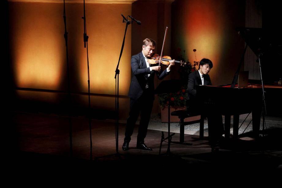 Bertrand Chamayou a donné un concert rapatrié à l'intérieur de l'église.