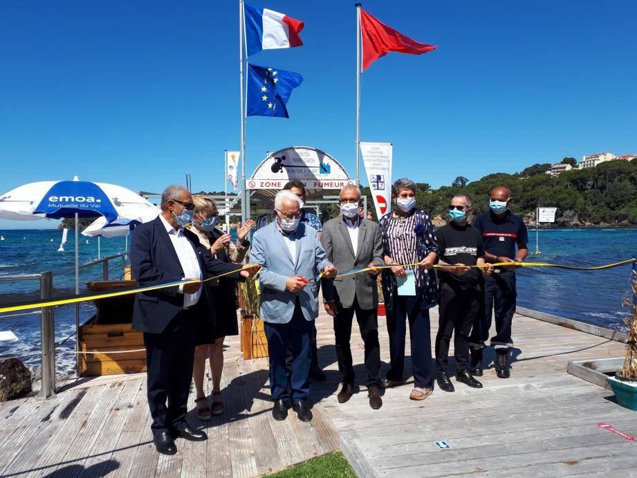 Le 22 juin était inauguré l'ouverture du ponton sur la plage de l'hôpital Renée-Sabran. La saison estivale était programmée jusqu'au 27 septembre avec, en raison du contexte sanitaire, un fonctionnement sur réservation. Elle s'est arrêtée prématurément mercredi.