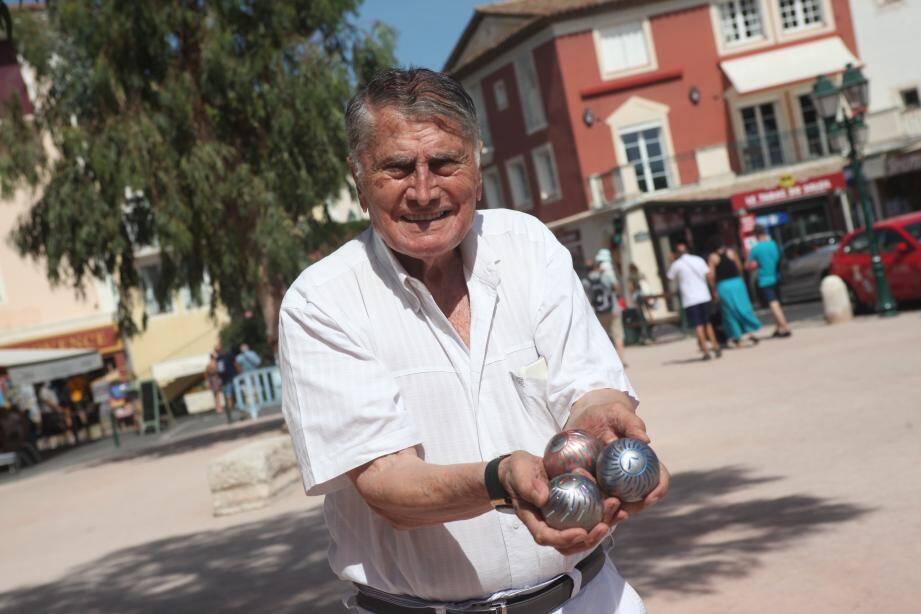 Il a déjà déposé des centaines de brevets pour faire homologuer ses boules de pétanque. Le Grimaudois d'adoption espère bien que cette version-là permettra à la pétanque de faire son apparition aux Jeux Olympiques.