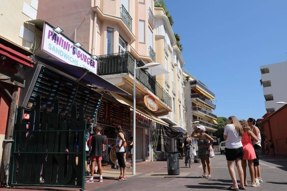 Au lendemain d'une rixe qui a éclaté, jeudi, devant les snacks du boulevard de la Pinède, le préfet a décidé de fermer les établissements jusqu'au 4 septembre.